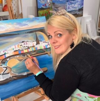 Been working on this baby on and off this week! Motivation to paint goes up and down and I've not painted as much, but it is coming along slowly! The town I'm painting is Tenby in Wales. I think most people like to visit this town because of it's pretty colours. Not only the natural beauty that's surrounding it and other beautiful villages but the bright colourful painted houses! It's just a happy view to see even on a gloomy day! #Tenby #tenbyharbour #pembrokeshire #wales #welshartist #seascapes #water #colourfulhouses #painting #acrylicart #ocean #ohandme #commissionsopen